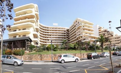 Algarve car hire - Vilamoura meeting point is at the Hotel Vila Gale Marina